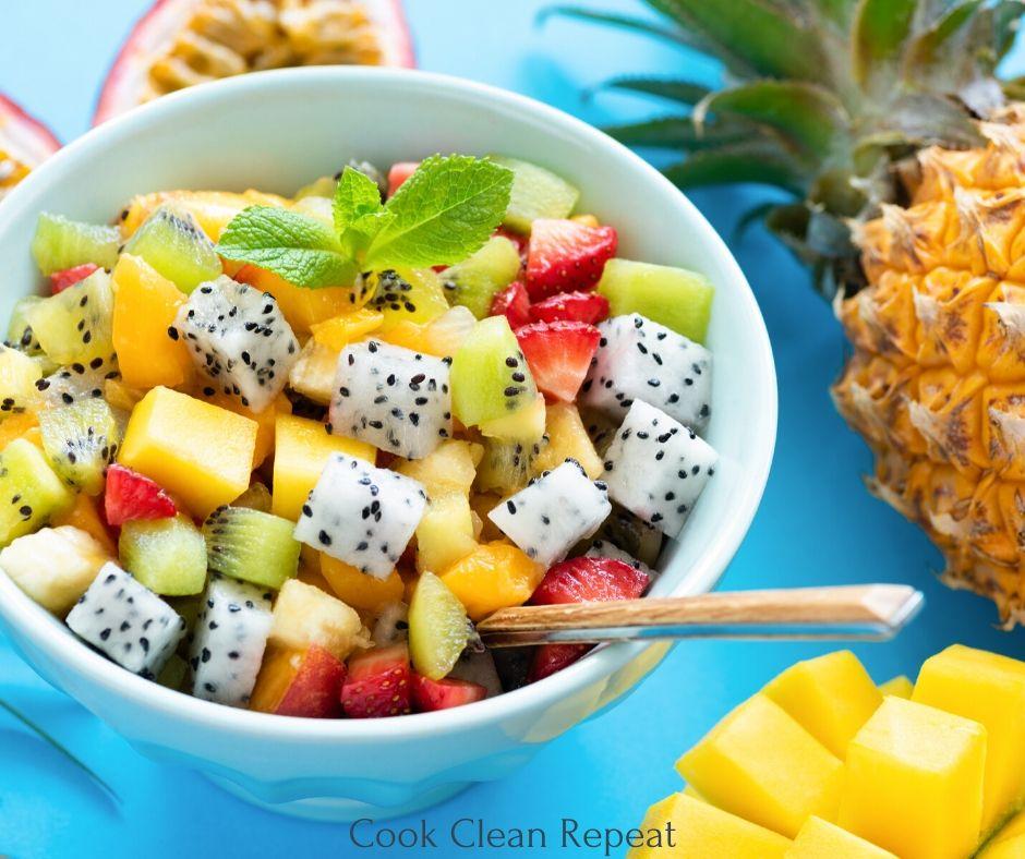 Featured image showing fruit salad recipe ready to eat.