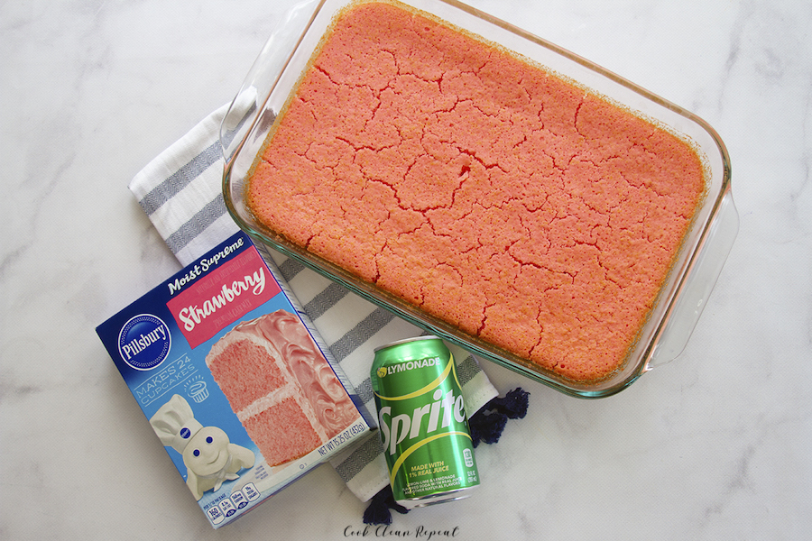 finished image showing the full cake with the ingredients shown as well.
