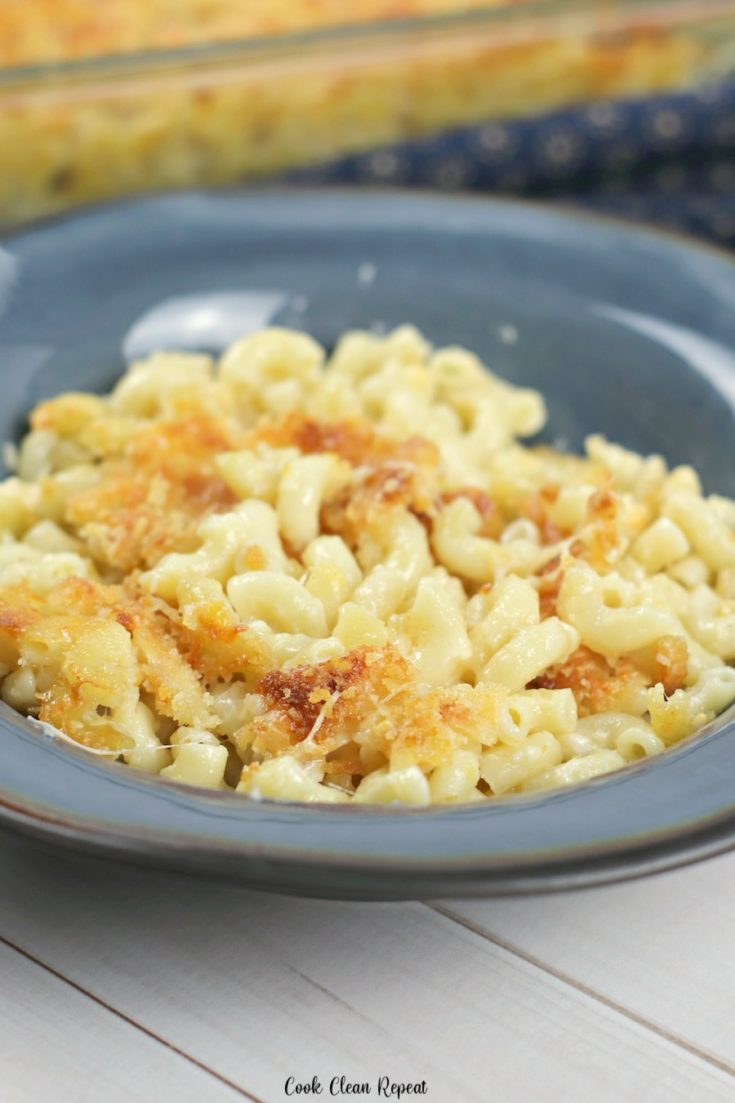 Featured image showing the finished ruby Tuesday macaroni and cheese.