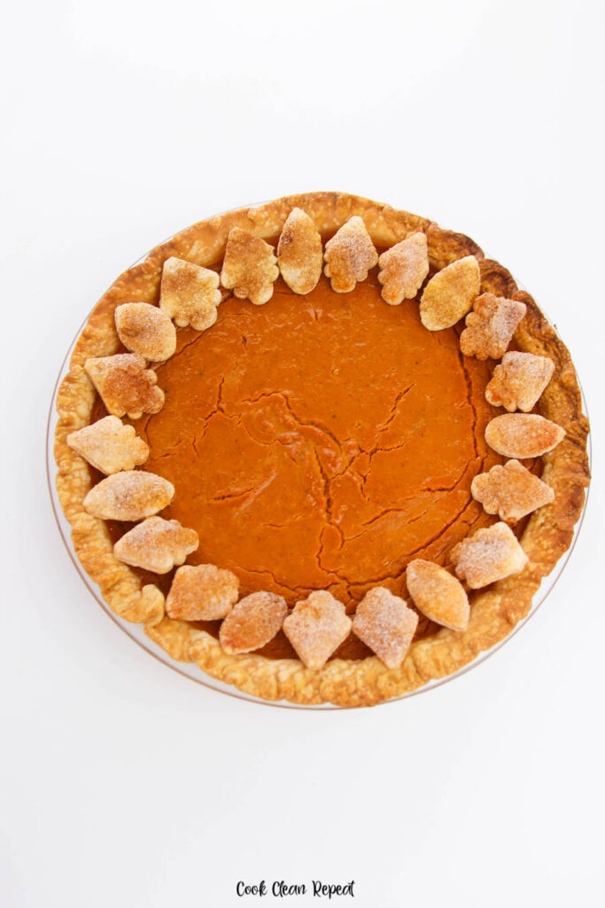 Here we see the finished full pumpkin pie ready to cut and serve.