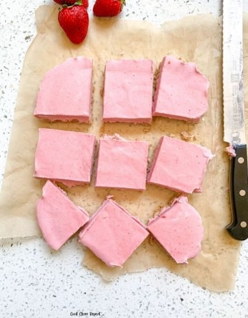 Here's the cut strawberry bars ready to be eaten.
