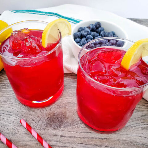 Featured image showing the finished blueberry lemonade recipe ready to drink.