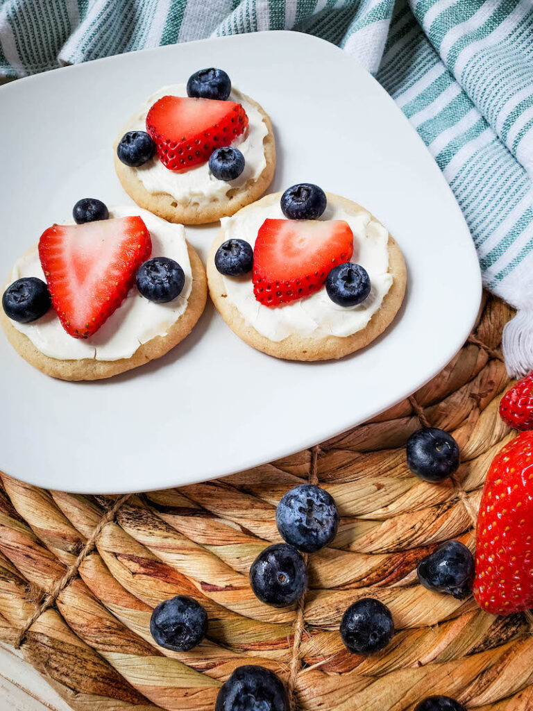 A plate with fruit cookie pizzas ready to serve.