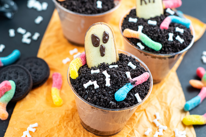 A side view featured image showing the finished halloween dirt pudding cups.