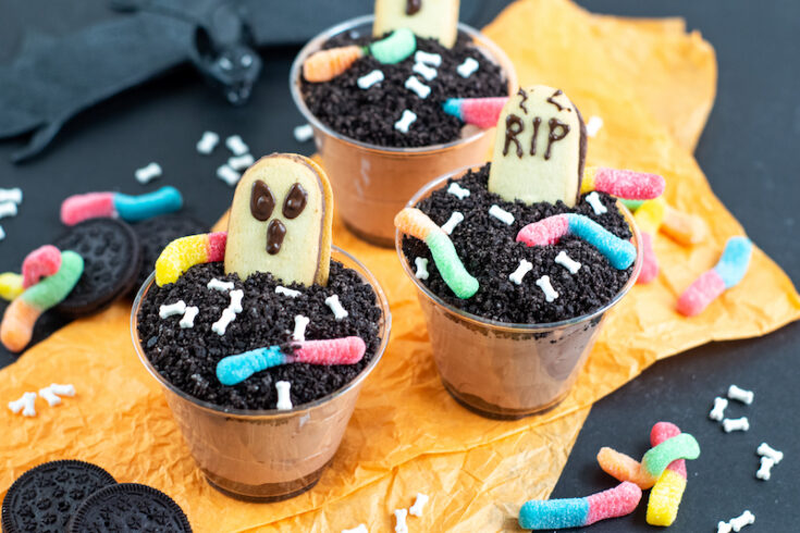 Featured image showing the finished Halloween dirt pudding dessert cups ready to eat.