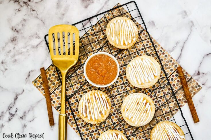 featured image showing the finished air fryer pumpkin hand pies.