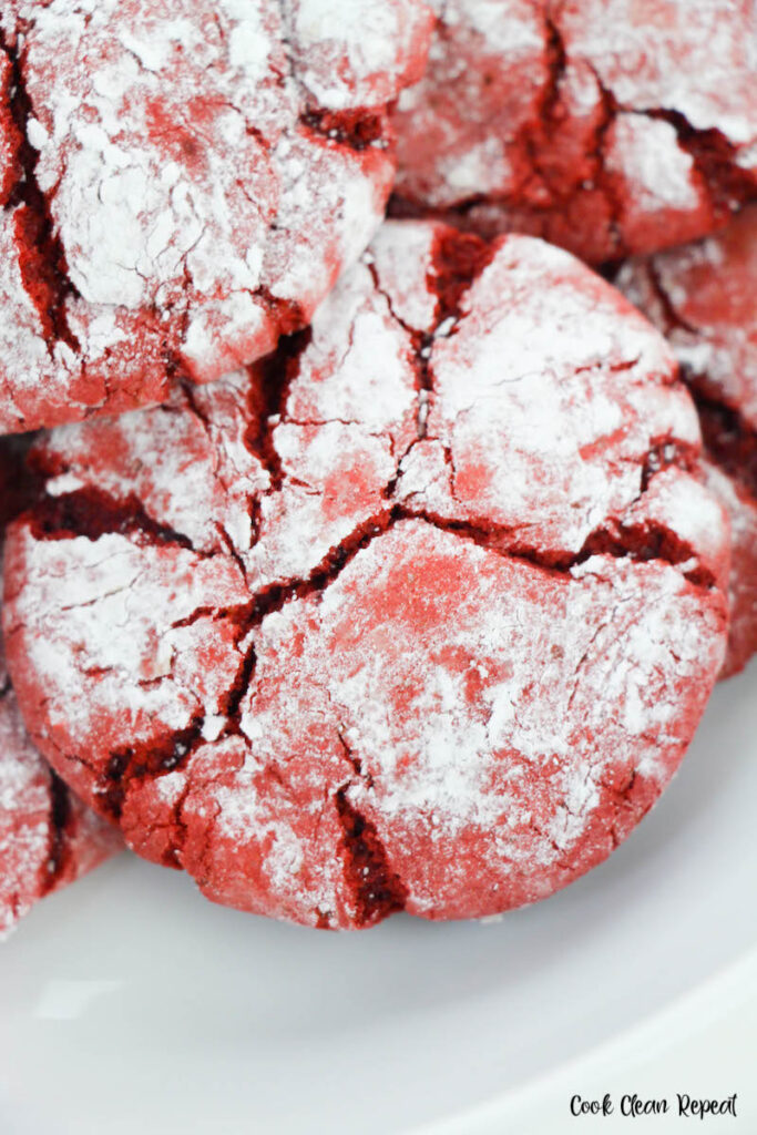 a close up look at the finished red velvet crinkles cookies ready to share.